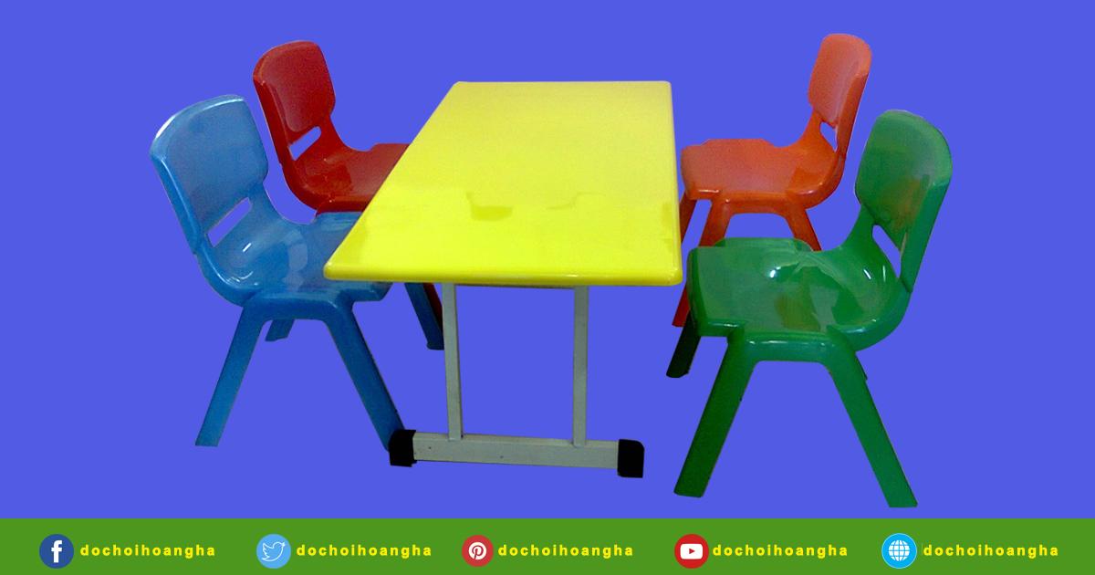 Bàn nhựa đúc hình vuông cho bé - Bàn ghế mầm non