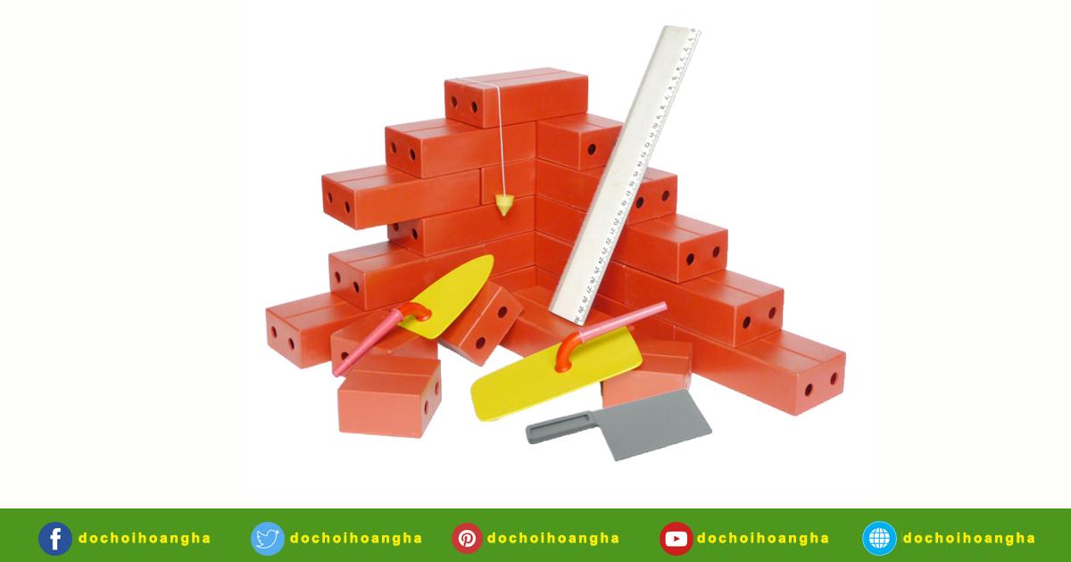 Gạch xây dựng to Bằng nhựa màu đỏ. Bề mặt phẳng, không sắc cạnh