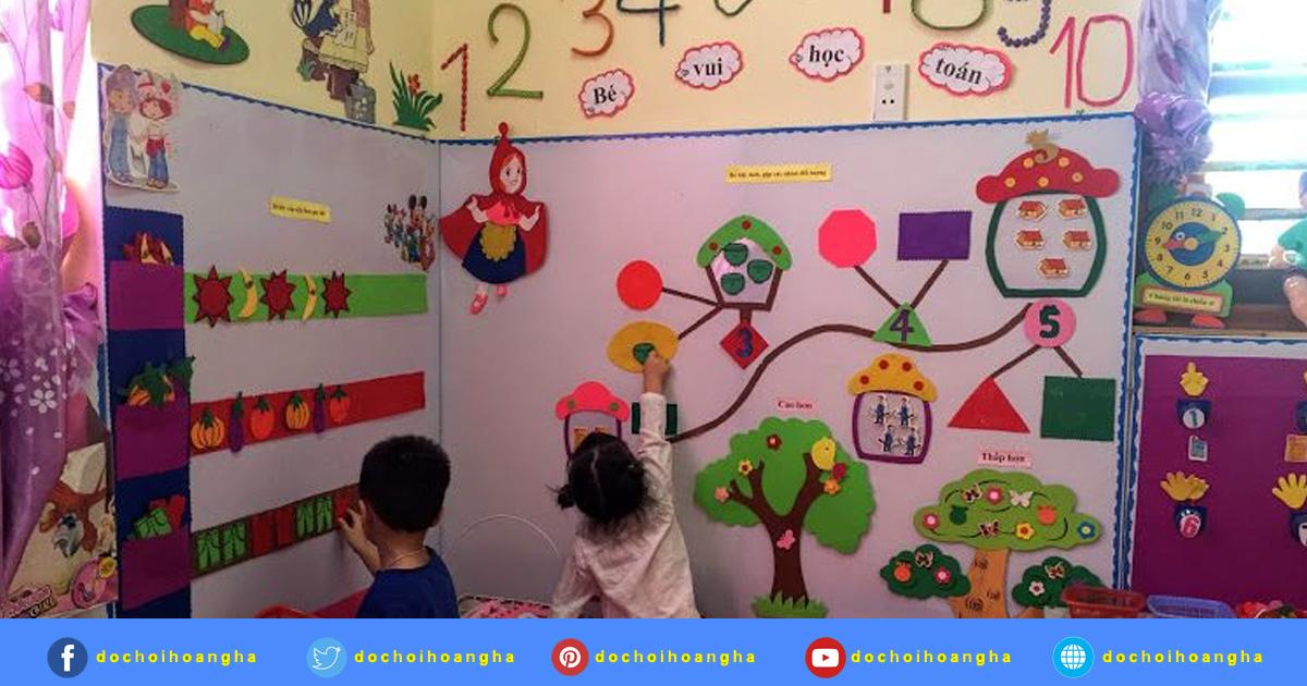 Các cháu lớp mẫu giáo 4 tuổi A hoạt động ở góc bé vui học toán