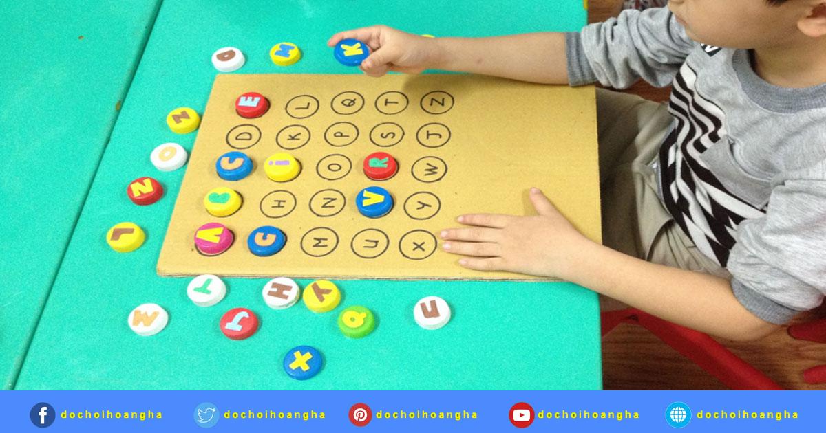 Trẻ đang chơi trò chơi thử tài nhanh trí