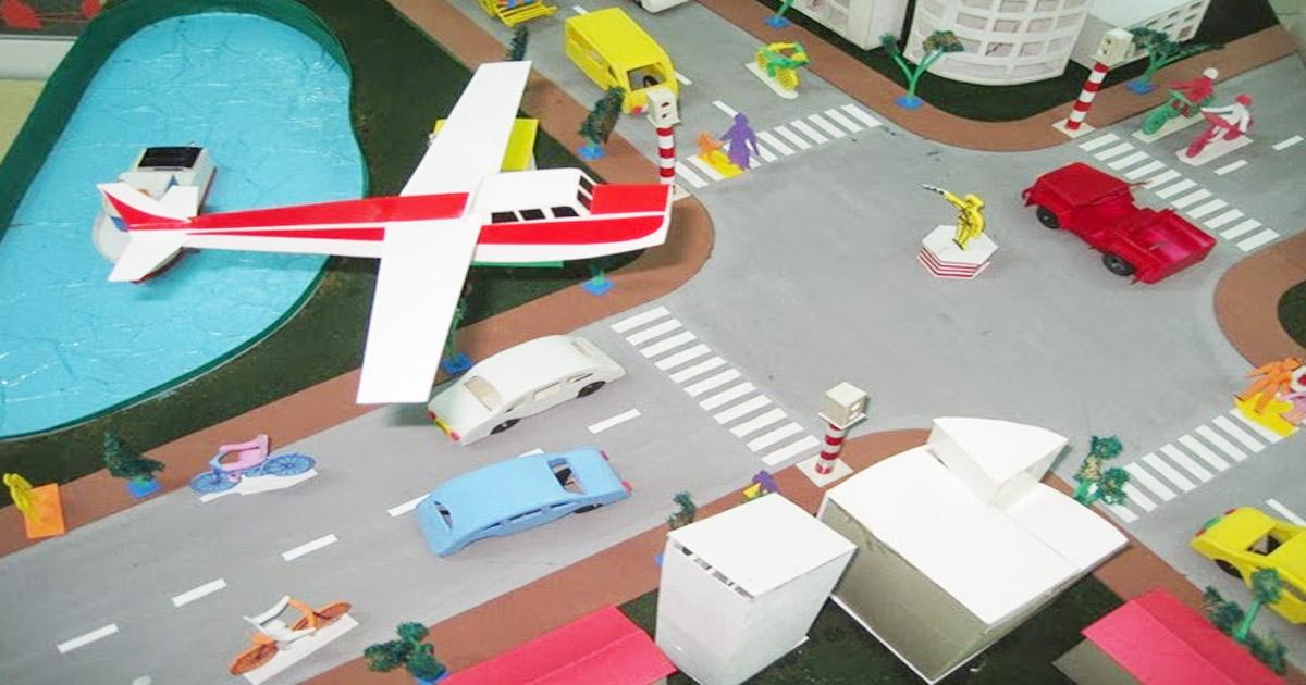 mô hình Đồ chơi tự tạo chủ đề phương tiện giao thông