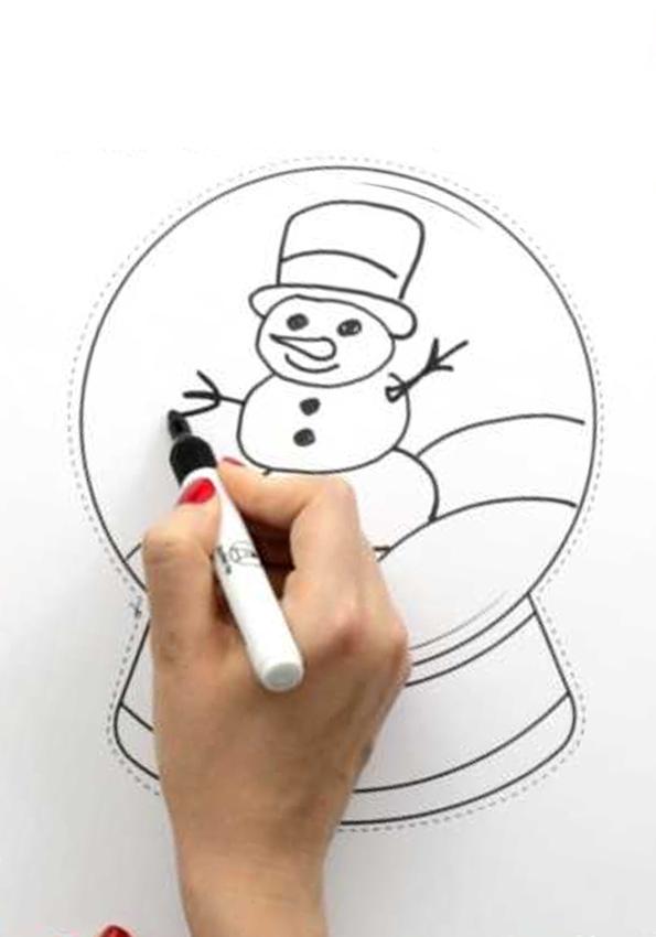 Tiếp theo, bạn sẽ vẽ thiết kế của mình bên trong quả cầu tuyết