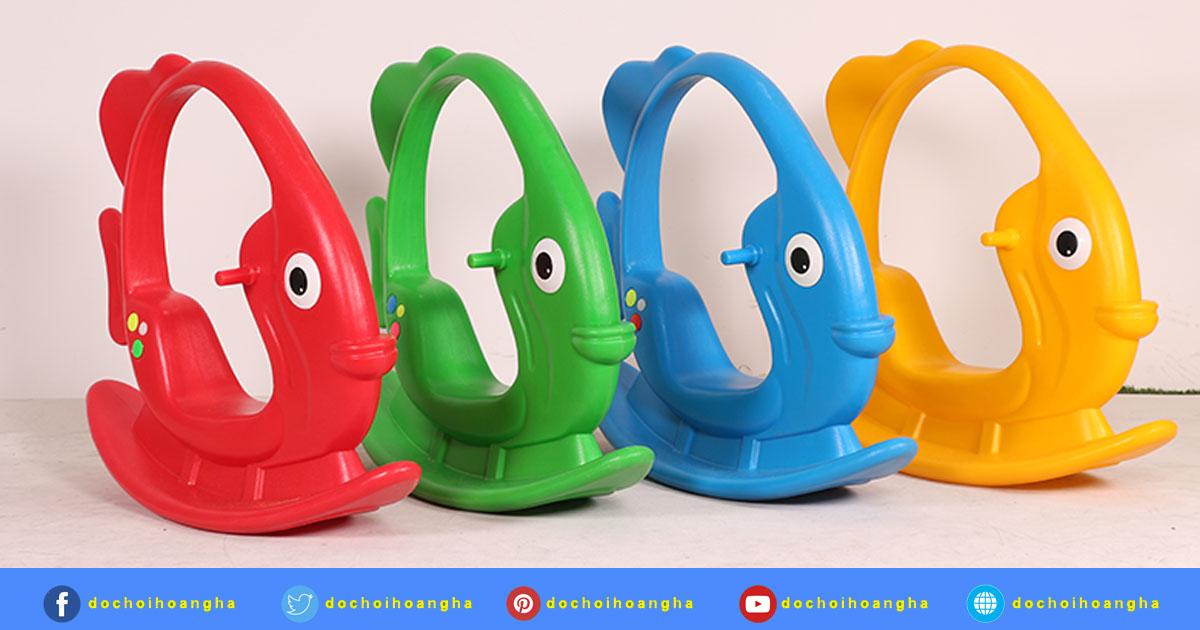Bập bênh cũng là một trong những đồ chơi vận động nhẹ nhàng