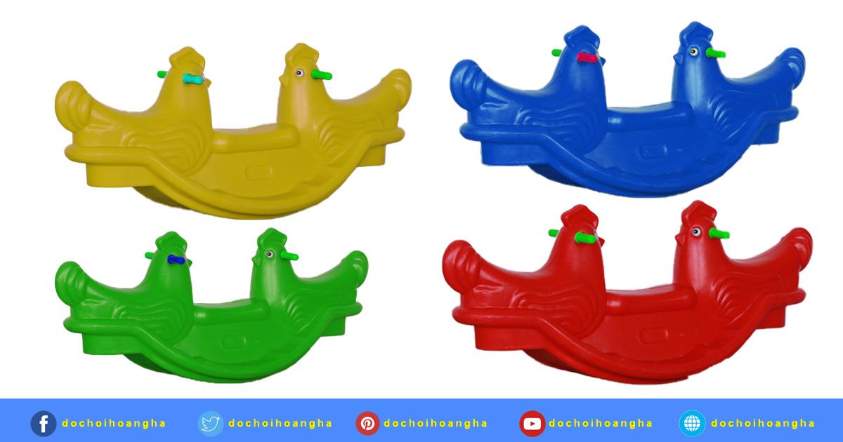 Bập bênh đôi con gà được đúc nguyên khối tạo nên cảm giác vô cùng chắc chắn và an toàn khi chơi