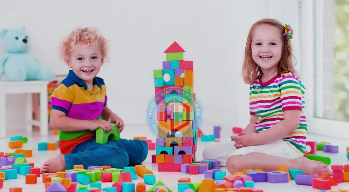 Dạy trẻ thứ tự chơi các khối